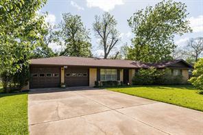 117 Southern Oaks, Lake Jackson TX 77566