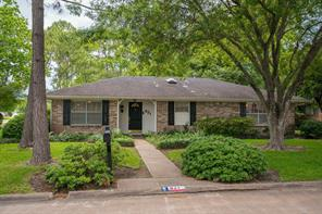Houston Home at 621 Heather Lane Friendswood , TX , 77546-4836 For Sale