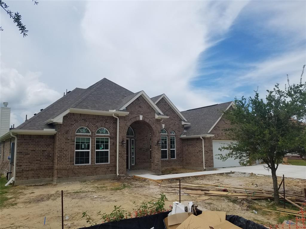 11219 Kings Point Drive, Mont Belvieu, TX 77580