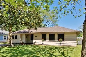 907 Magnolia St, Lake Jackson TX 77566