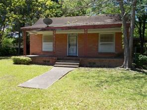 300 w oak street, crockett, TX 75835