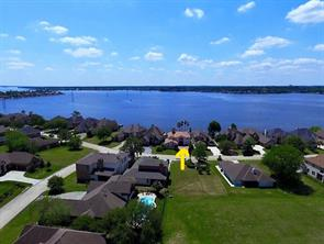 Looking for the perfect Vacation Spot?! This is just minutes away from EXXON, The Woodlands, Houston!!! Lake Conroe is one of the best kept Secrets!!! Whether part time or lucky to live here full time...the chance to make priceless memories to last a lifetime is here! Hurry!