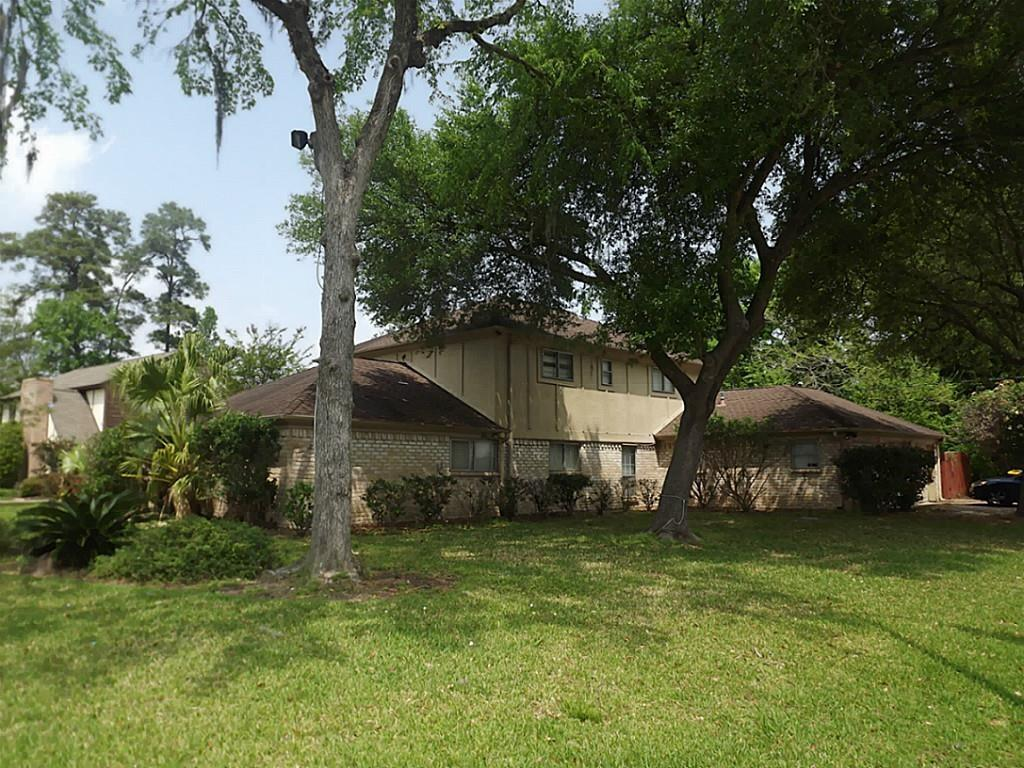 Large 4 Bedroom, 2 and 1/2 bath home that is 2976 sf.  It is on a large corner lot that is 9960 sf in Olde Oaks near FM 1960.  The home has a large master downstairs with a study off the master, with a large master bath.  There is a large living room and extra media or game room on the second floor.  There are also three bedrooms on the second level.  Spring ISD Schools.