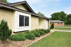 1702 avenue b, danbury, TX 77534