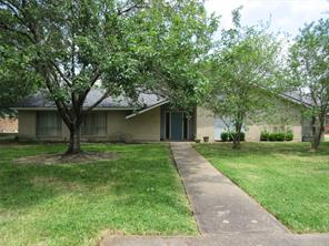 5004 inverness drive, baytown, TX 77521