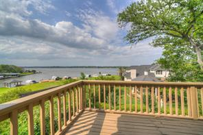 102 Cove Point, Montgomery, TX 77356