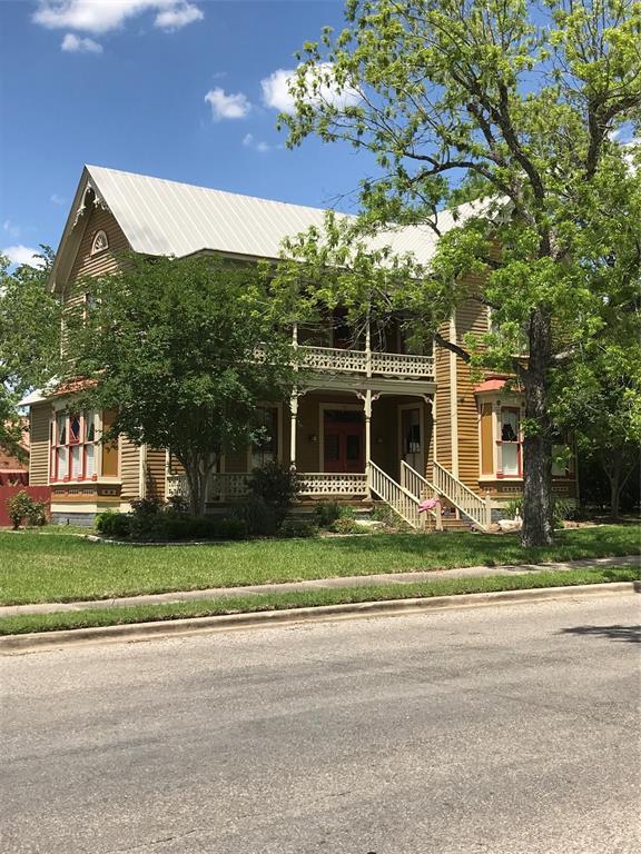 501 E 3rd Street, Hallettsville, TX 77964