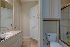 Perfect size guest bath with ample storage and a shower/ bath combo