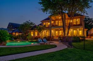 Can you imagine enjoying realxing evenings here in your very own backyard oasis underneath the stars