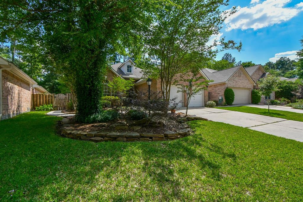 15 Tethered Vine Place