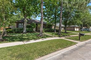 435 Broadmoor, Friendswood TX 77546