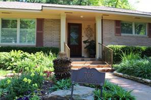 703 walnut hill drive, brenham, TX 77833