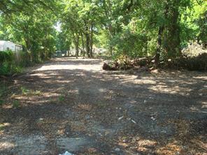 2410 pine tree drive, houston, TX 77093
