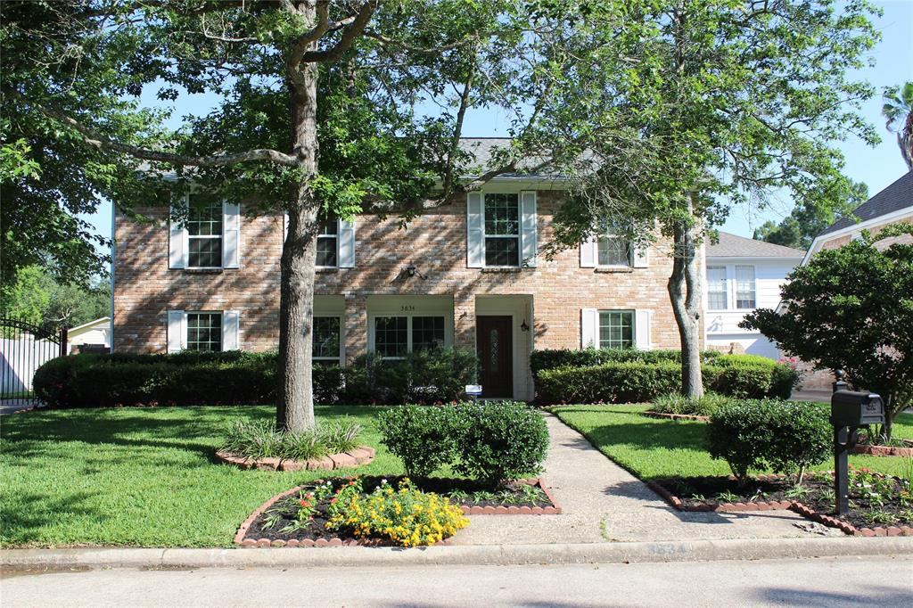 Beautiful curb appeal of home with luscious landscaping.