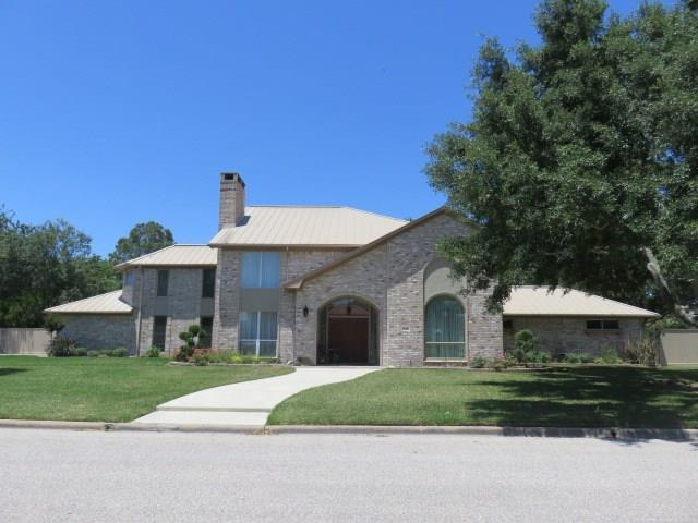 1206 Quail Hollow Drive, El Campo, TX 77437