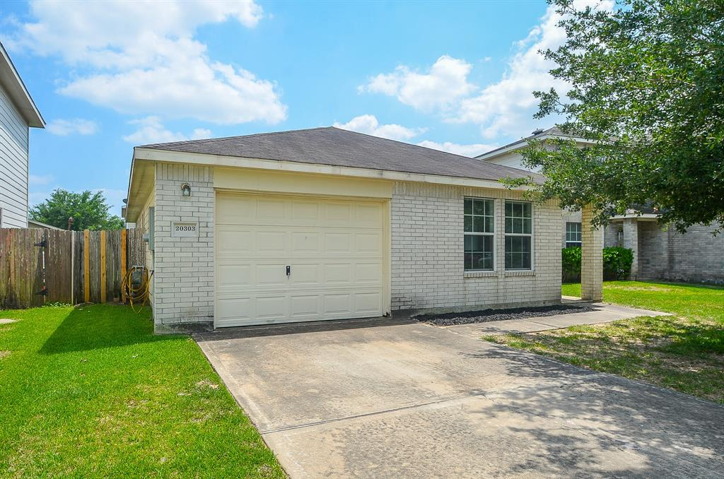 Did NOT flood during Harvey 2017. This 3 Bedroom, 2 Bath, Family Room with Dining and Kitchen is ready for move-in. This home is centrally located with easy access to Grand Parkway, Hwy 290 & I-10 and will make a great starter home!