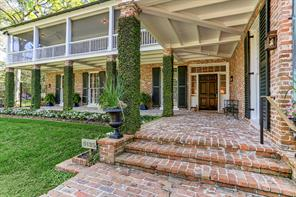 Truly elegant entry and porch.