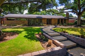 7722 braeburn valley drive, houston, TX 77074