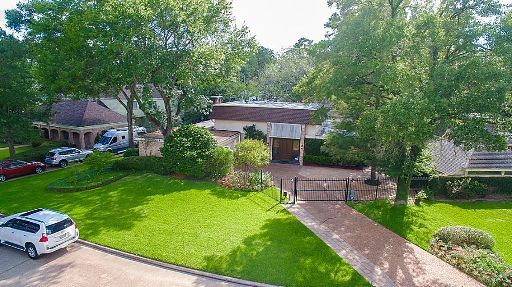Home is located in one of Houston's most Prestigious areas -Memorial. Exceptional Mid-Century Doyle Beard home in Bunker Hill Village. Lovely Entry, spacious Formals which has wonderful flow for entertaining. It has 5/6 bedrooms - master bedroom down. You can cook in the remodeled Chef's Kitchen and spend time outdoors on the deck or in the pool. These plus many more remarkable features make this home perfect for family living and entertainment.