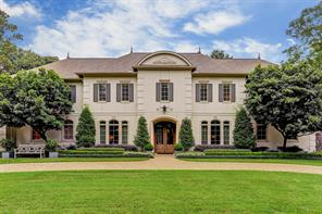 Nestled on a quiet country lane in the heart of Bunker Hill Village, a large circular drive serves as a warm welcome to this striking residence. The impeccable landscape is by Thompson Hanson Landscape Design.