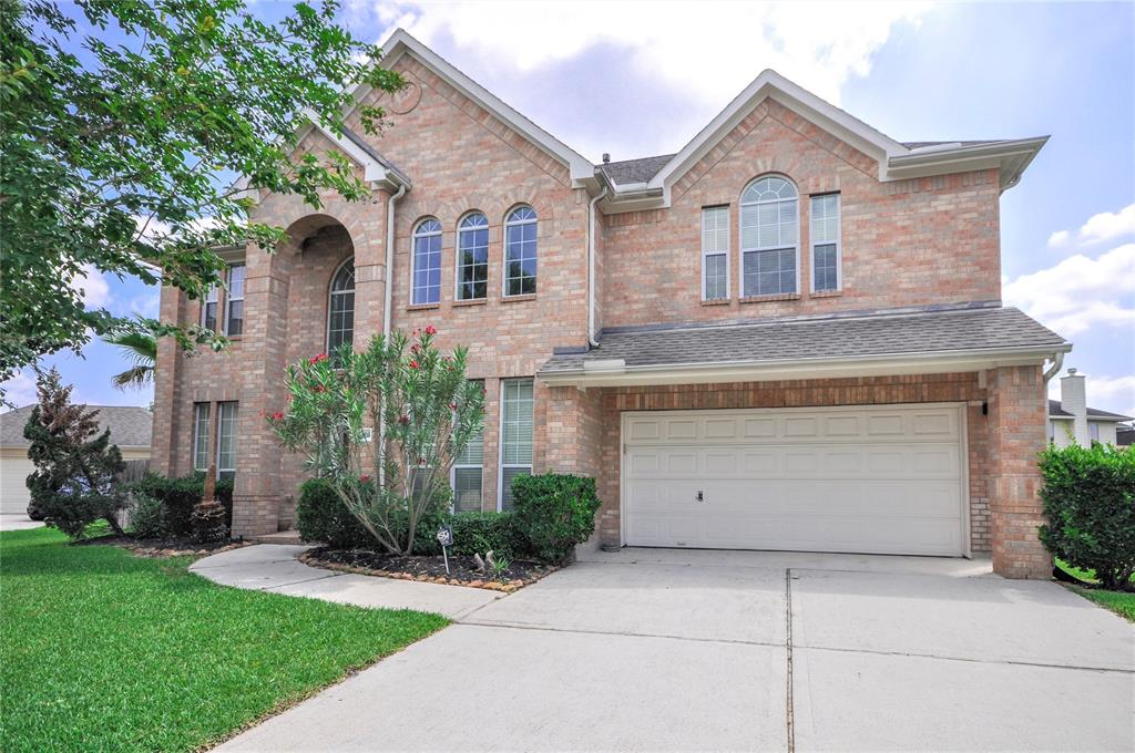 ... 25605 Ayers In Highly Sought After Oakhurst At Kingwood! This Spacious  Home Features 5 Bedrooms, Game Room, Den And Formal Dining Area. Tons Of  Storage!