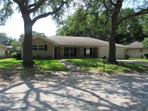 2106 eaves drive, baytown, TX 77520