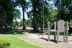 Three parks are located within April Sound for residents to use.