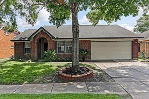 16027 Surrey Woods Drive, Friendswood, TX 77546