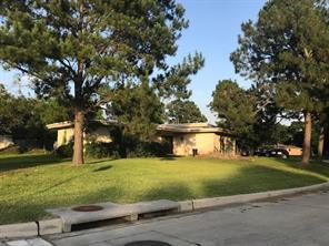 402 Old Bayou Drive, Dickinson, TX 77539