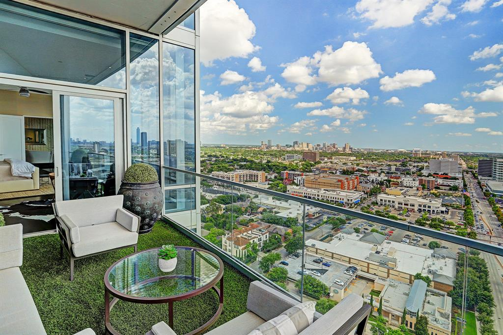 2727 Kirby is located in the exclusive River Oaks Area and known as THE premier full service high rise!