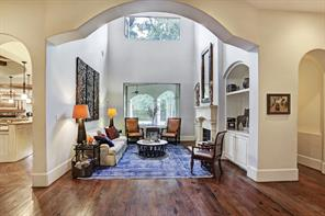 Arched doorway to living room.