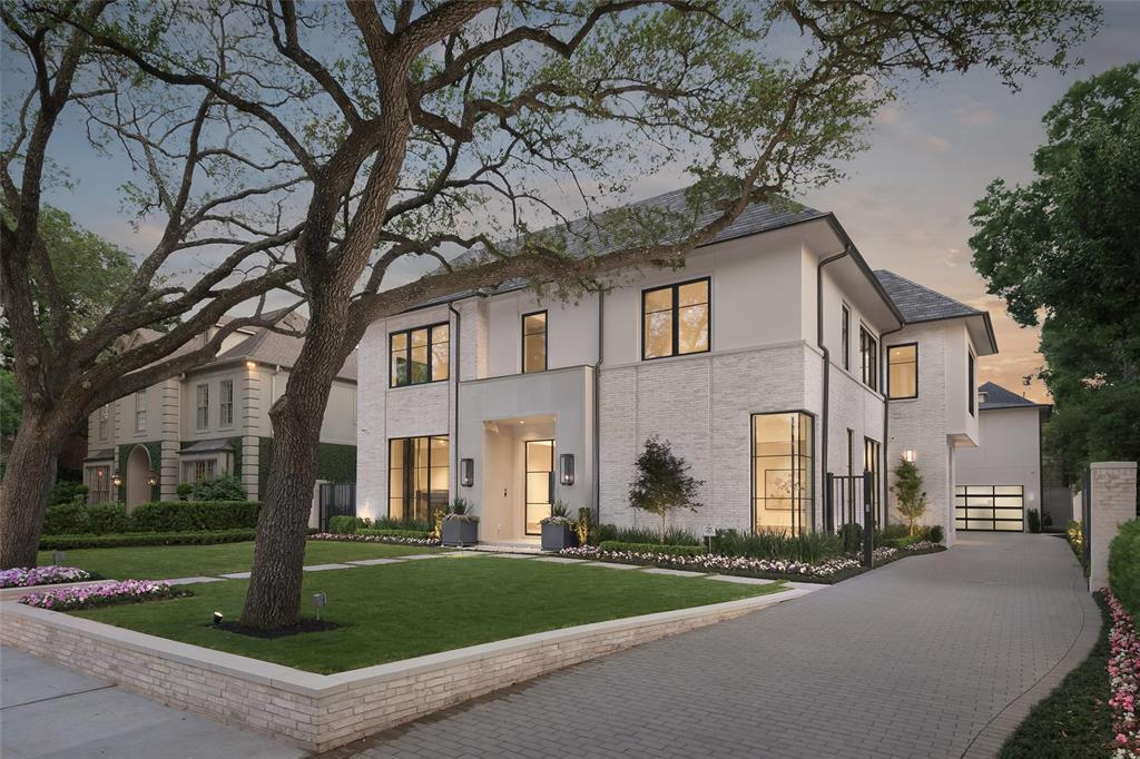 Boasting A Modern French Inspired Exterior The Bradford By Al Ross Luxury Homes Is Perfect For Today S Style Of Living