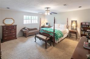 Terrific screened in porch, plenty of room for dining area as well as conversation.  French door access to the family room and open to the pool, spa and gardens.