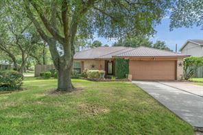 405 Inwood Drive, Friendswood, TX 77546