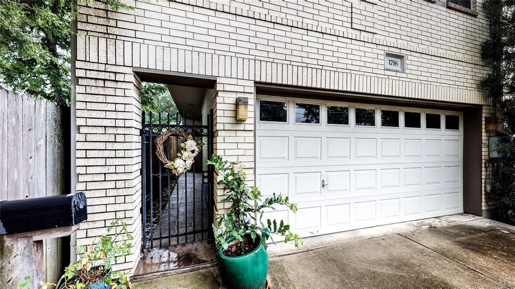 MUST SEE THIS BEAUTIFUL TWO STORY TOWNHOME! THIS BEAUTIFUL TOWNHOME HAS EVERYTHING A BUYER CAN WISH