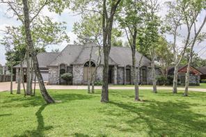 1111 W Edgewood Drive, Friendswood, TX 77546