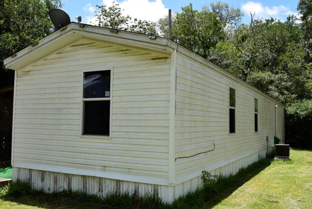 240 Oak Hollow, Blessing, TX 77419