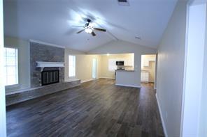 124 E Tamarind Street, Lake Jackson, TX 77566