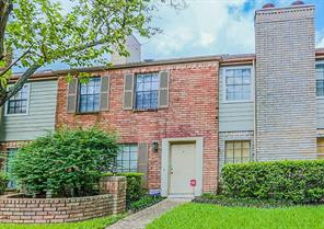 9901 sharpcrest street j7, houston, TX 77036
