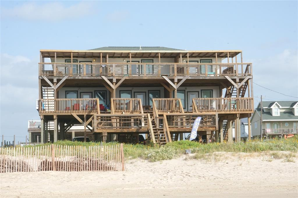 101 Howard Avenue, Surfside Beach, TX 77541