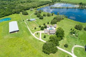 618B County Road 32, Angleton, TX 77515