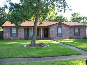 213 dogwood street, lake jackson, TX 77566