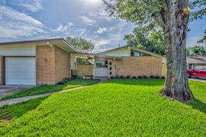 8439 glencrest street, houston, TX 77061