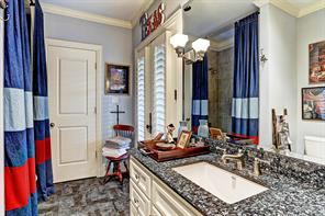 [Third Bedroom En Suite Bathroom]This attached bathroom offers glass doors to the gallery, Blue Pearl granite countertop, tub/shower, and a porcelain tile floor.