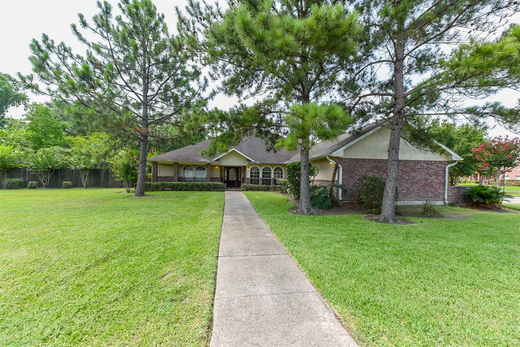 127 Whites Lake Estates Drive, Highlands, TX 77562
