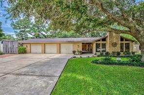 712 Bayou Crest Circle, Dickinson, TX 77539