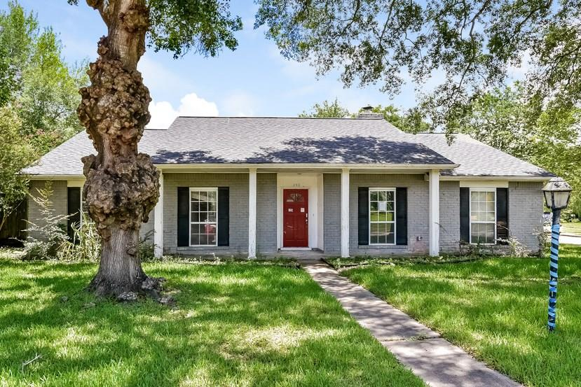 Single story home in the Parkwest neighborhood with convenient access to Med Center/Meyerland Plaza. It features three bedrooms and two bathrooms. Some work is required to make this home move in ready but it is worth the effort. Whether you decide to customize this home for yourself or flip it, this house is a great option.