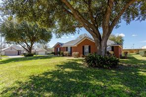 2401 oakwood drive, brenham, TX 77833