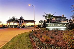 The outdoor neighborhood pool at The Parkway at Eldridge offers a luxury resort experience unlike any other, right in the heart of the Energy Corridor. This beautifully designed, unique pool features a custom water feature and attractive pool lighting.