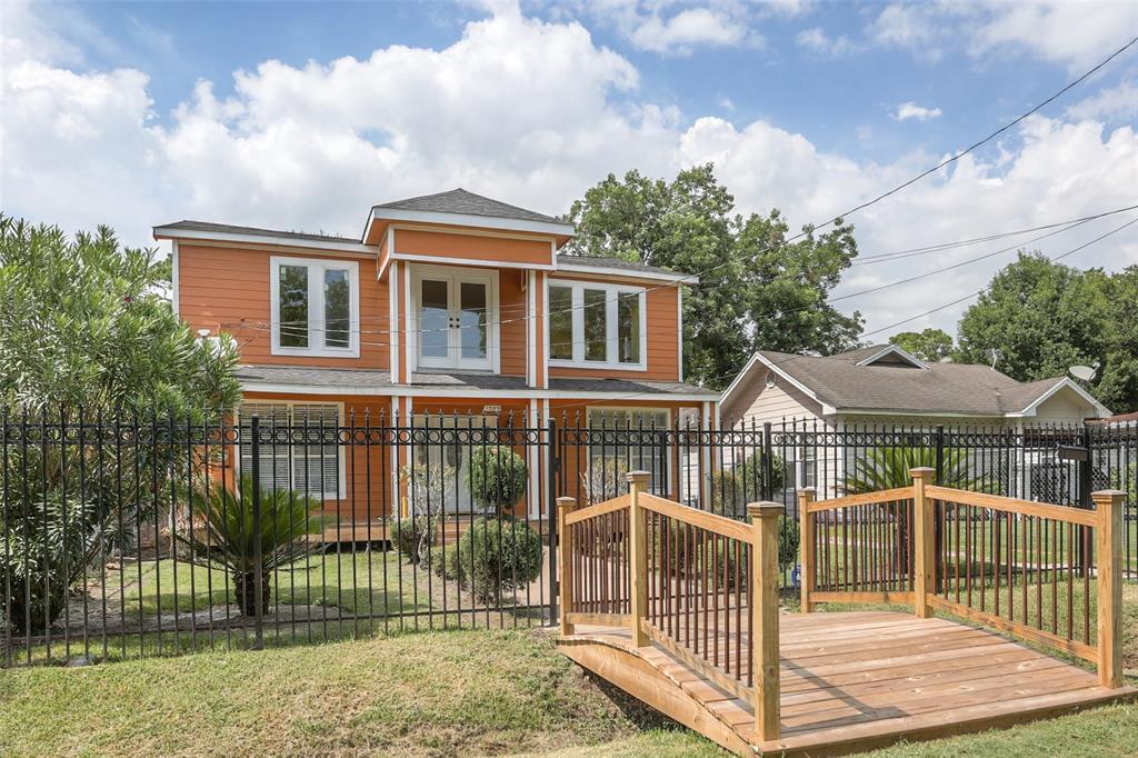 1305 Melbourne Street, Houston, TX 77022
